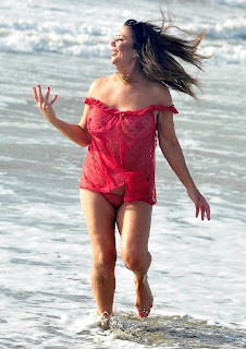 Lisa-Appleton-going-topless-out-on-her-holiday-in-Thailand.-n7h5p9itir.jpg