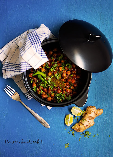 how to cook pindi chole recipe / rawalpindi style chole recipe / pindi chana masala recipe / pindi chole masala recipe / spicy chickpeas curry recipe and preparation with step by step pictures