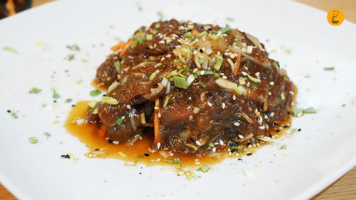 Ternera marinada con salsa de soja en restaurante Maru Madrid barbacoa coreana