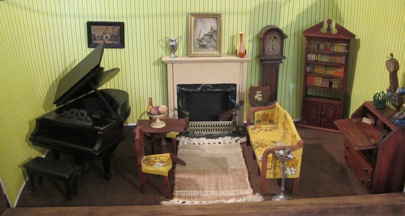 Susan's Mini Homes: Contents of a 1930s dollhouse