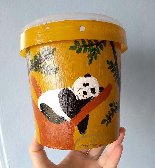 Doniczka ręcznie malowana panda upcykling pojemnika - Adzik tworzy