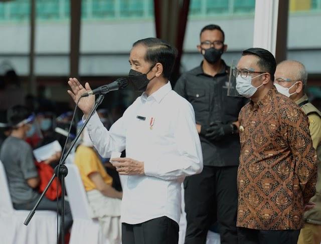 Vaksinasi Massal di Bekasi Jadi Percontohan Nasional