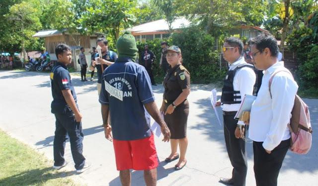Polisi Rekonstruksi Kasus Penganiayaan Warga di Kampung Manswam