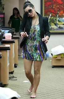 Kim Kardashian's Feet and Legs Pictures