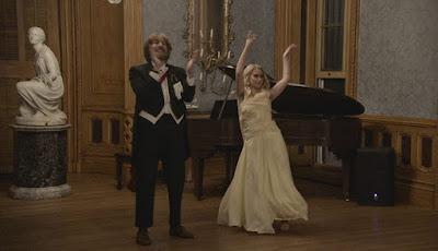 Momento del baile de debutantes en Borat 2
