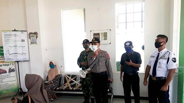 Dukung Pemerintah Berlakukan Fase New Normal, Kapolsek Limpung bersama Koramil Gelar Sosialisasi