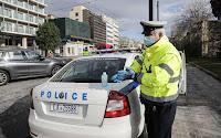 Επιβάτης ταξί απείλησε αστυνομικό ότι θα φταρνιστεί πάνω της αν του κόψει πρόστιμο