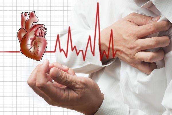 الفرق بين آلام الصدر.. هل مصدرها القلب أم شيء آخر؟