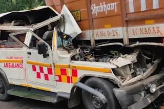 दिल्ली से शव लेकर बिहार जा रही एंबुलेंस खड़े कंटेनर में घुसी, दो की मौत, तीन घायल