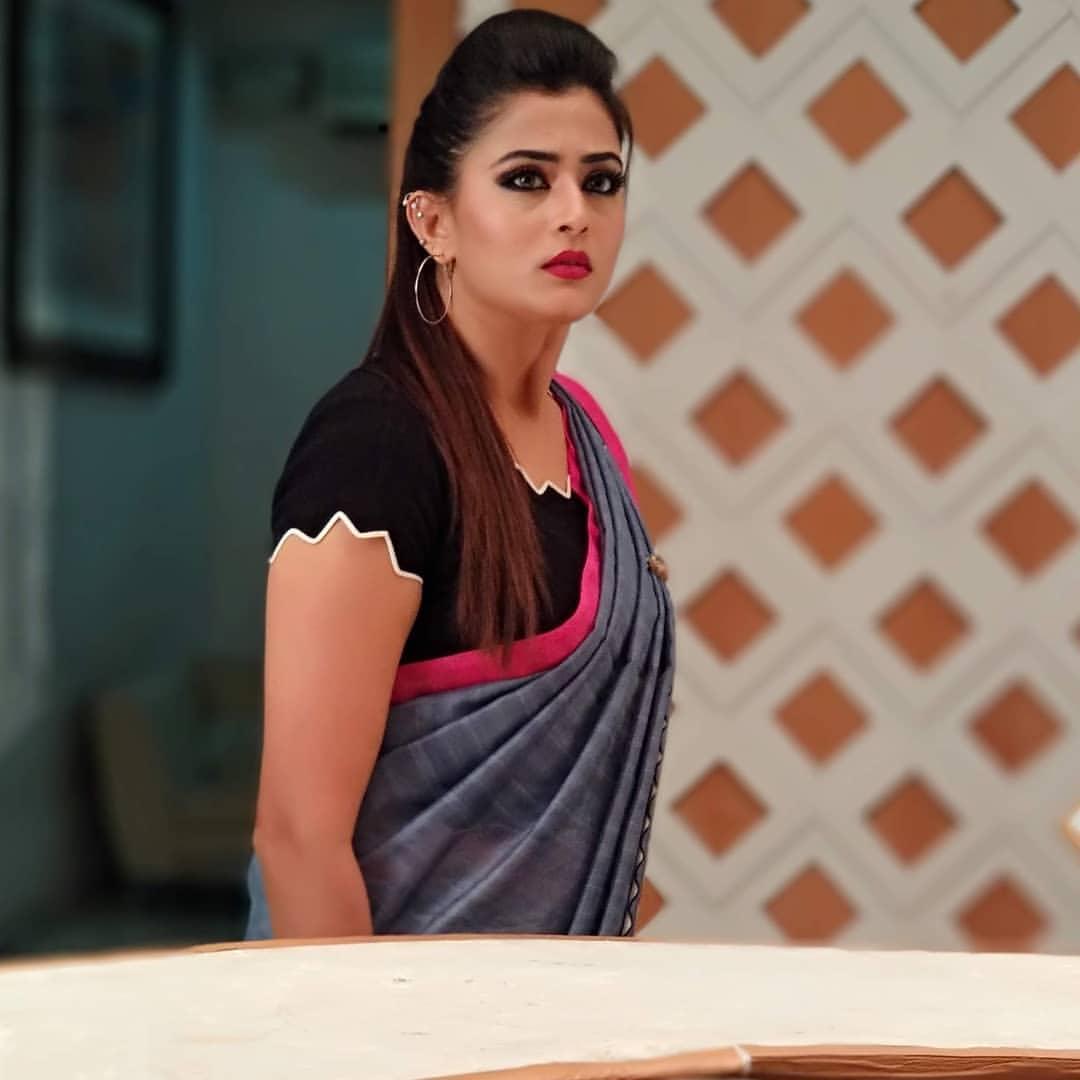 Home Design Ideas Hindi: Tv Artist Veena Ponnappa Latest Photos In Saree