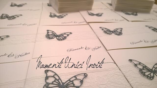 n2 Le partecipazioni di Nadia e Riccardo - con pizzo e farfalla intagliataColore Bianco Colore Grigio Partecipazioni Pizzo pizzo