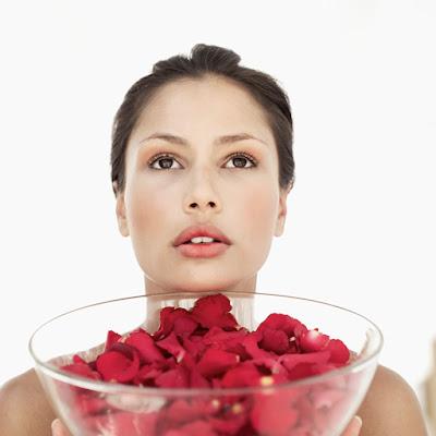 agua de rosas para las ojeras
