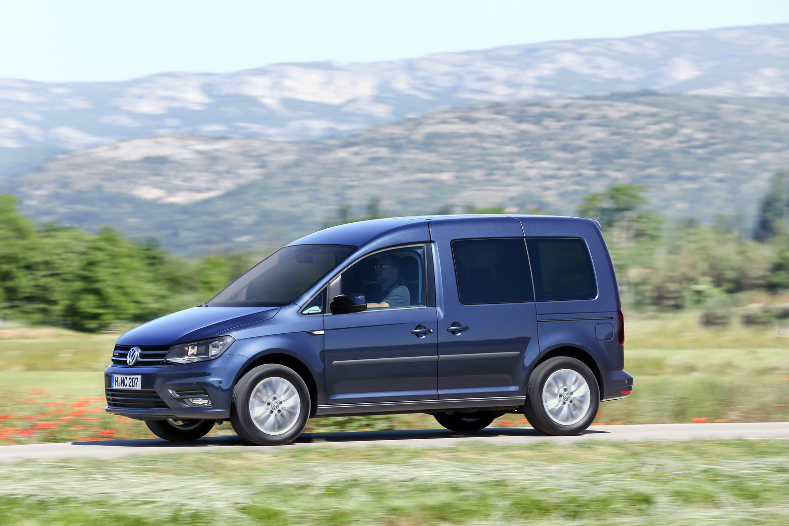 new vw caddy tgi is the first van to combine natural gas and dsg box carscoops. Black Bedroom Furniture Sets. Home Design Ideas