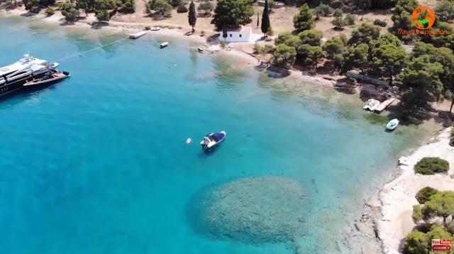 Σπέτσες: Ένα ταξίδι στην παραλία της Ζωγεριάς με τα ωραιότερα γαλαζοπράσινα νερά (βίντεο drone)
