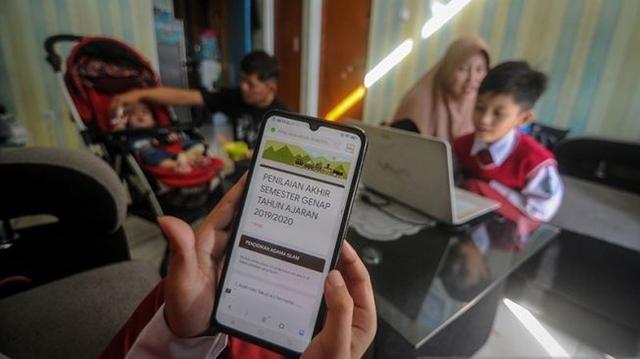 Siswa Meninggal Bunuh Diri Akibat Sekolah Online: Kemendikbud dan Kemenag Saling Lempar Tanggung Jawab