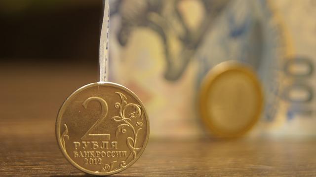 Летний дивидендный сезон поддержит рубль