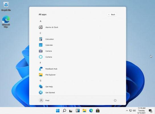tampilan windows 11 dengan start menu ditengah