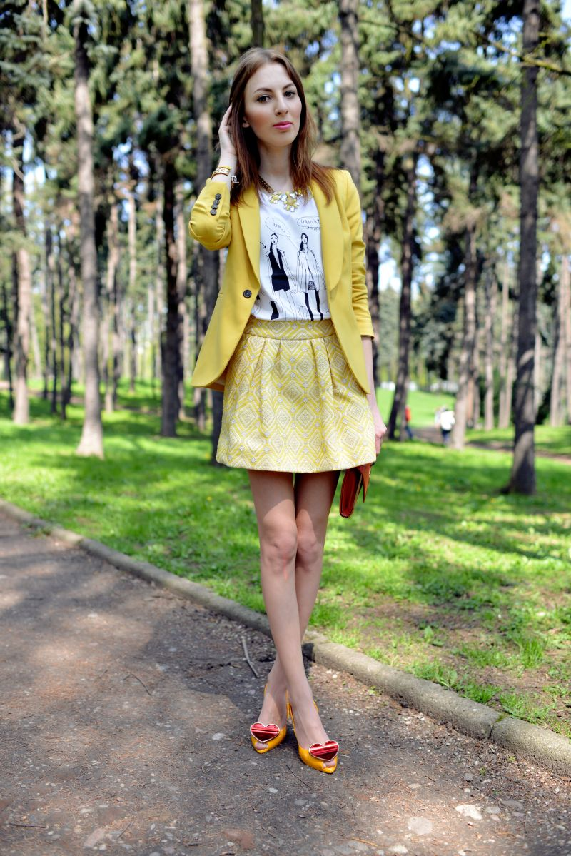 4989d452d4142 YELLOW JACKET AND SKIRT+ HEART SHOES