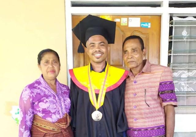 Mantan Ketua Umum OKP Lulus Dengan Pujian, Persembahkan Untuk Orang Tua Tercinta