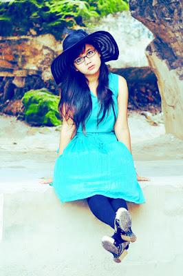 Cewek manis dan seksi pakai Legging dan Dress biru manis