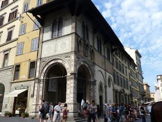 Piazza dei Duomo, la Loggia del Bigallo.