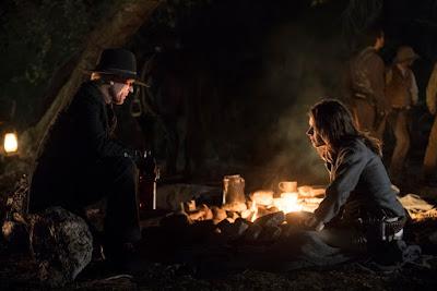 Ed Harris (O Homem de Preto) e Katja Herbers (Grace) CRÉDITO_JOHN_P_JOHNSON