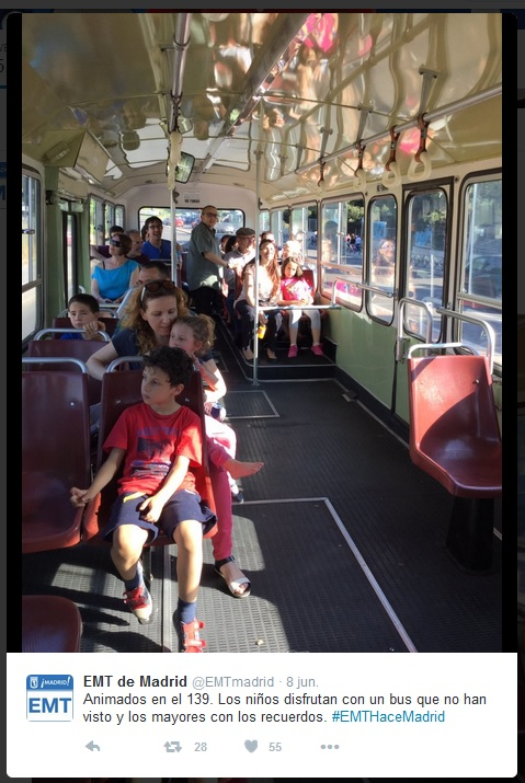 Un autob s antiguo pegaso 6038 circul por la avenida de los poblados en el 70 aniversario de - Oficina de extranjeria avenida de los poblados ...