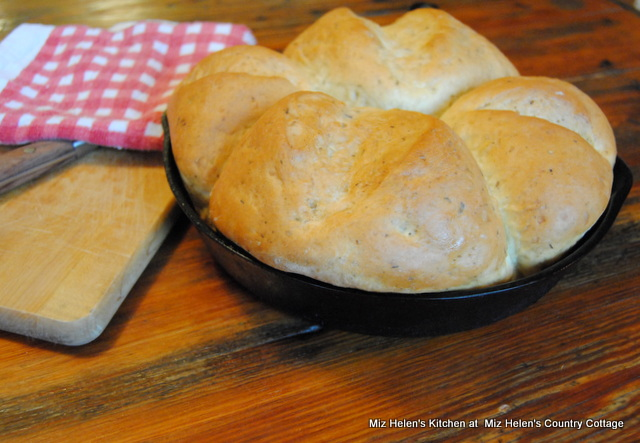 Herb Skillet Bread at Miz Helen's Country Cottage