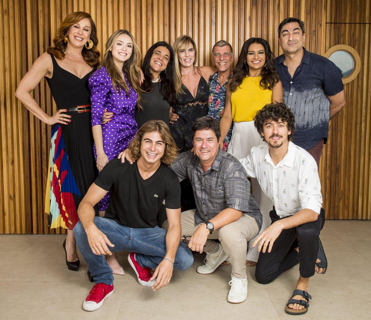762d1a11e5370 As autoras Izabel de Oliveira e Paula Amaral estiveram presentes, assim  como os diretores Jorge Fernando e Marcelo Zambelli, e os atores Isabelle  Drummond, ...