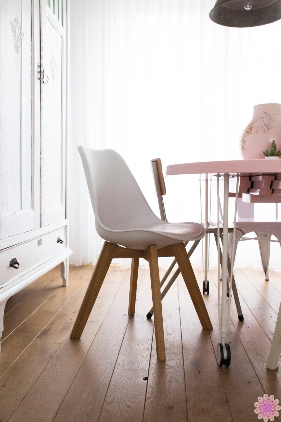 Nieuwe eettafel en stoelen for Eettafel en stoelen