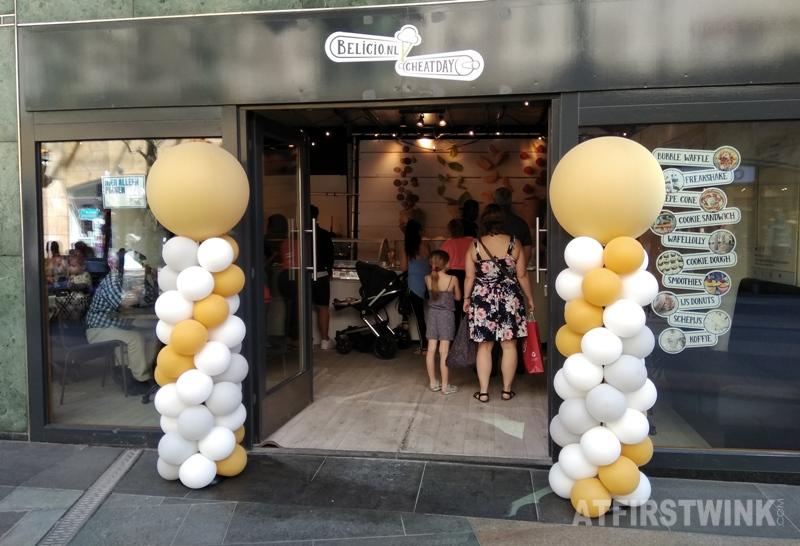 Pop-up shop Belicio Cheatday Koopgoot Rotterdam Beurstraverse balloons opening