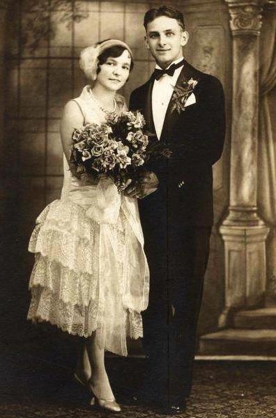Mariage en 1920 avec robe de style