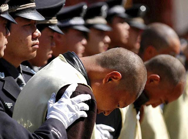 A China vermelha é a que mais executa no mundo, quando não despedaça os dissidentes para lhes tirar os órgãos.