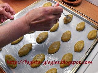 Μελομακάρονα με καρύδι - από «Τα φαγητά της γιαγιάς»