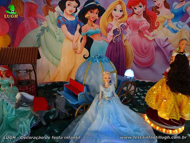 Mesa Disney ornamentada com tema das Princesas