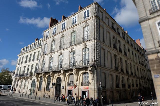 Place de la Petite-Hollande