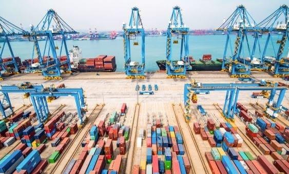 الصين تخفض الرسوم الجمركية