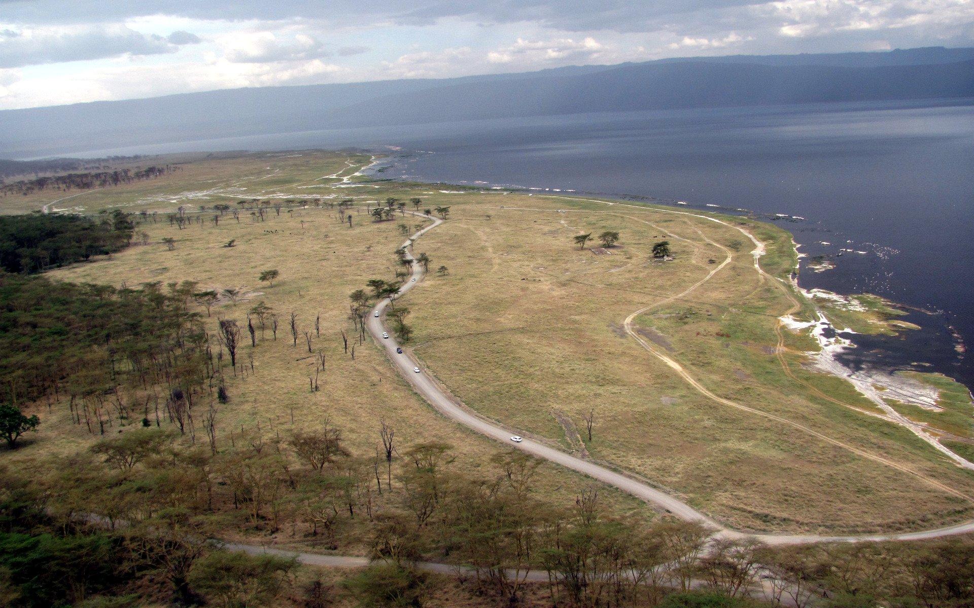 Национальный парк Накуру и озеро в его центре