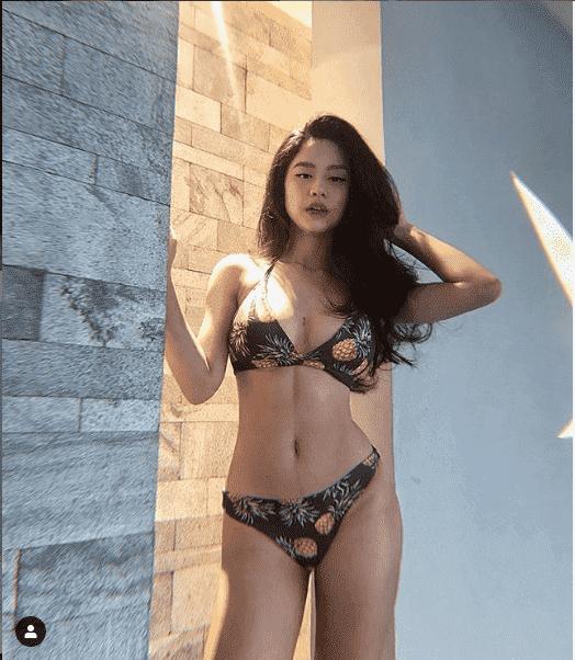 """Hot girl sở hữu thân hình sexy thích khoe """"da thịt"""""""