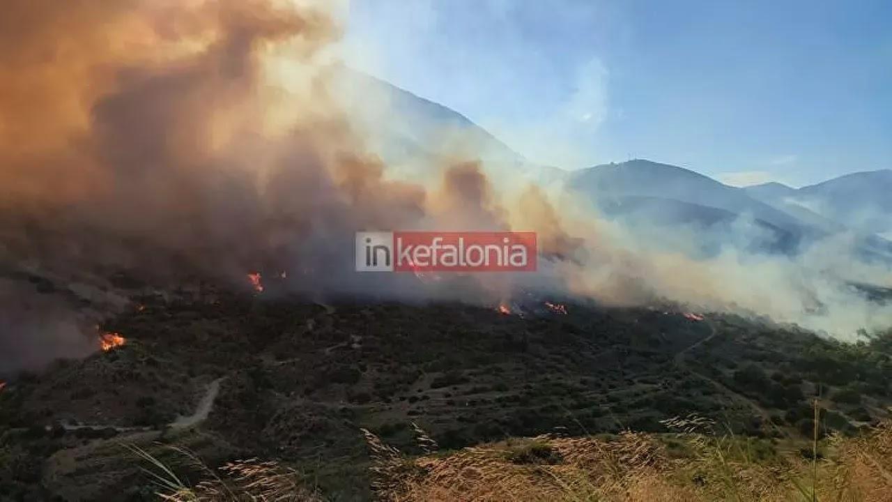 Φωτιά στην Κεφαλονιά: Ολονύχτια η μάχη με τις φλόγες - Εκκενώθηκαν οικισμοί