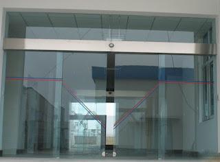 harga jasa pembersih kaca gedung
