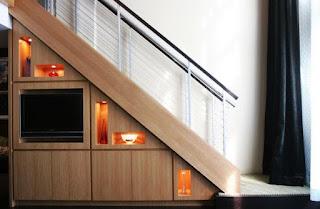 Aprovechar el espacio debajo de la escalera