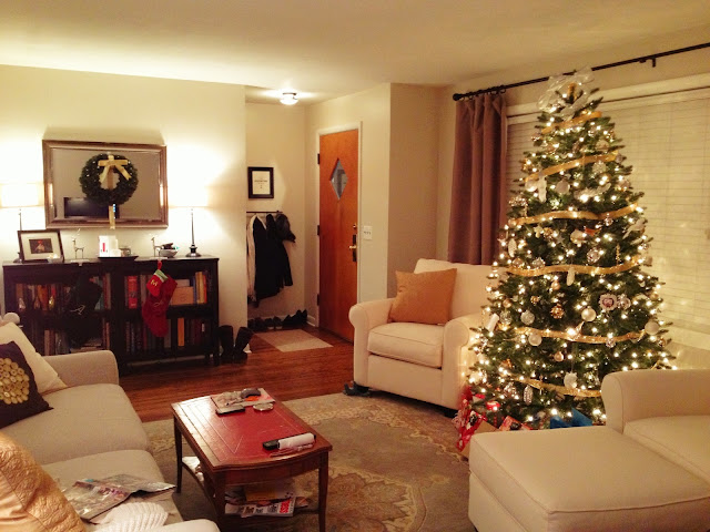 The little ranch house christmas decorating - Christmas house decorations inside ...