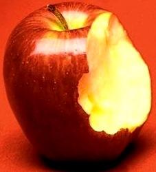 Imagen de una manzana con un mordizco grande