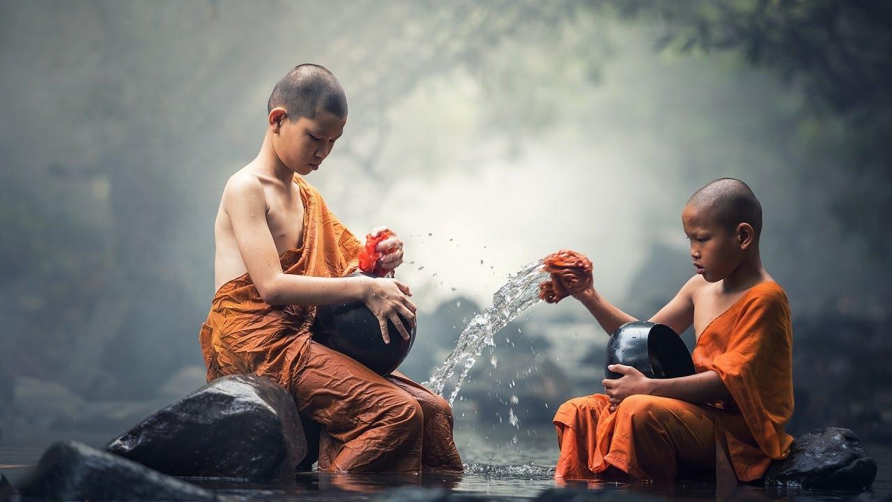 Resultado de imagen para monjes lavando platos
