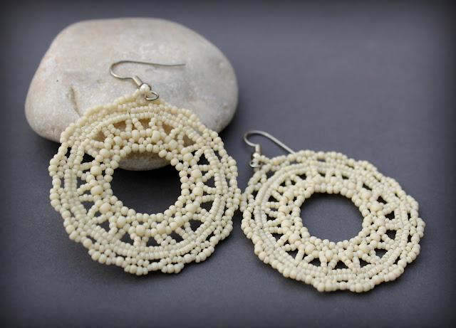 купить кремовые серьги из бисера нежные ажурные сережки