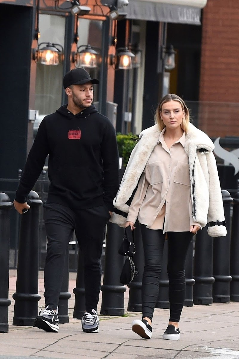 Perrie Edwards and Alex Oxlade-Chamberlain Out in Wilmslow 7 Jan-2020