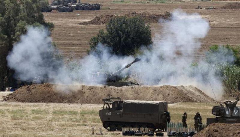 غزة تحت  القصف... تدمير للمباني والطرق وارتفاع القتلى إلى 181