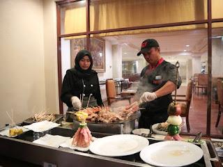 Chef Menyiapkan Anek Barbeque.
