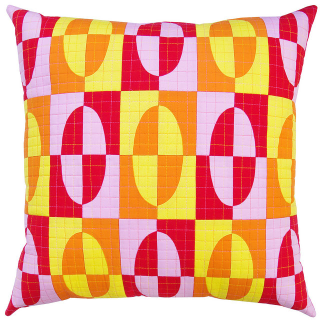 Drunkard's Path Pillow in Robert Kaufman Kona Cottons by Red Pepper Quilts